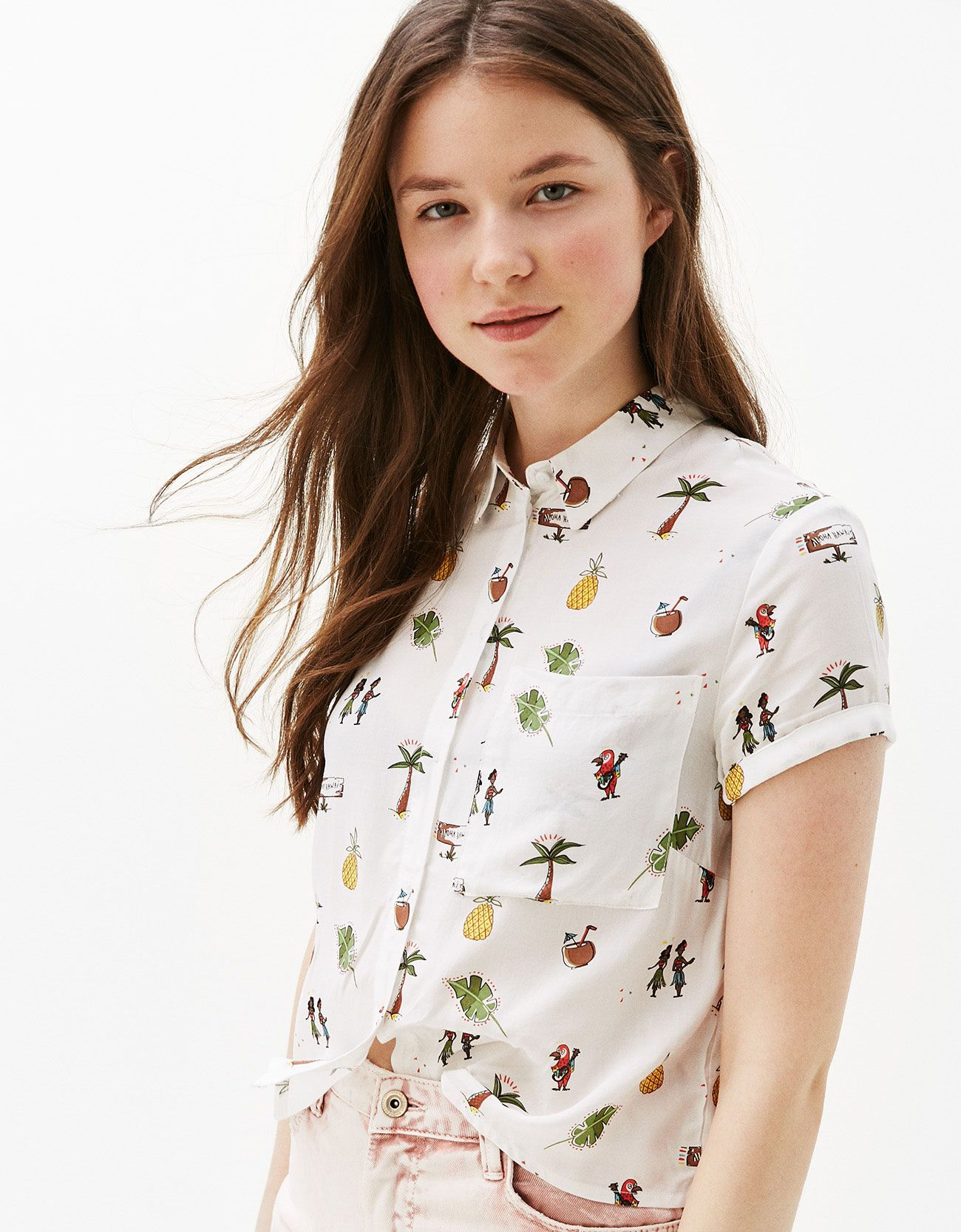5e8fed8d0a5eab Cropped shirt with back knot. Discover this and many more items in Bershka  with new products every week