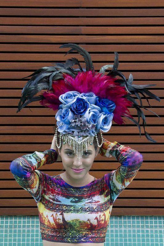 Adereco Inspirado Pelos Desfiles Das Escolas De Samba Peca Feita