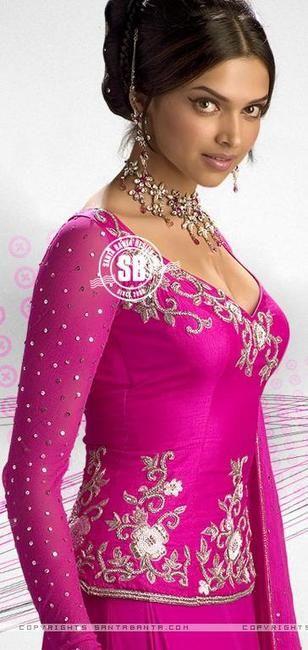 Picture Of Om Shanti Om Deepika Padukone Dresses Beautiful Girl Wallpaper Beautiful Bollywood Actress