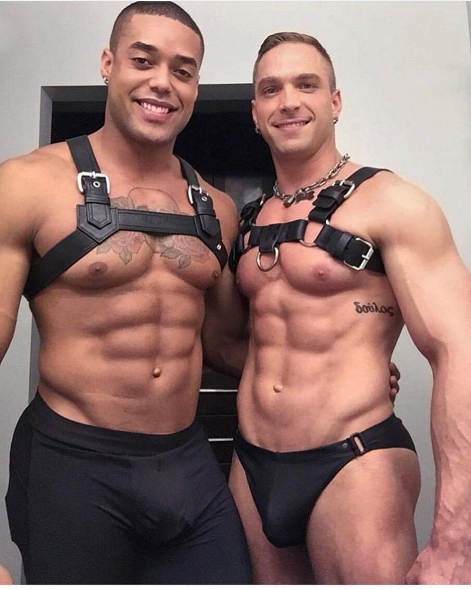 Interracial hotness between to fit men