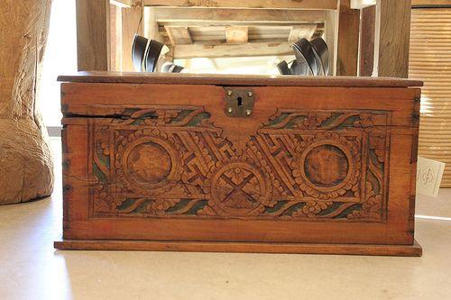 Vanha koristeellinen puulaatikko kannella. Yksittäiskappale!