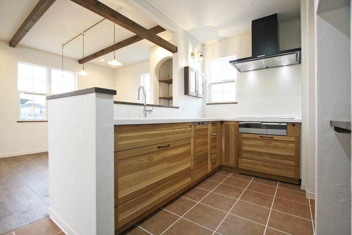 木のキッチン L型キッチン 黒のレンジフード タイル キッチン収納 インテリア ナチュラルインテリア カフェインテリア 注文住宅 施工例 ジャストの家 Kitchen Interior House Homedecor Housedesign L型キッチン 家 リビング キッチン