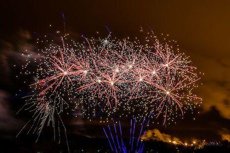 Lappeenrannassa vuoden vaihtumista juhlittiin näyttävällä ilotulituksella.