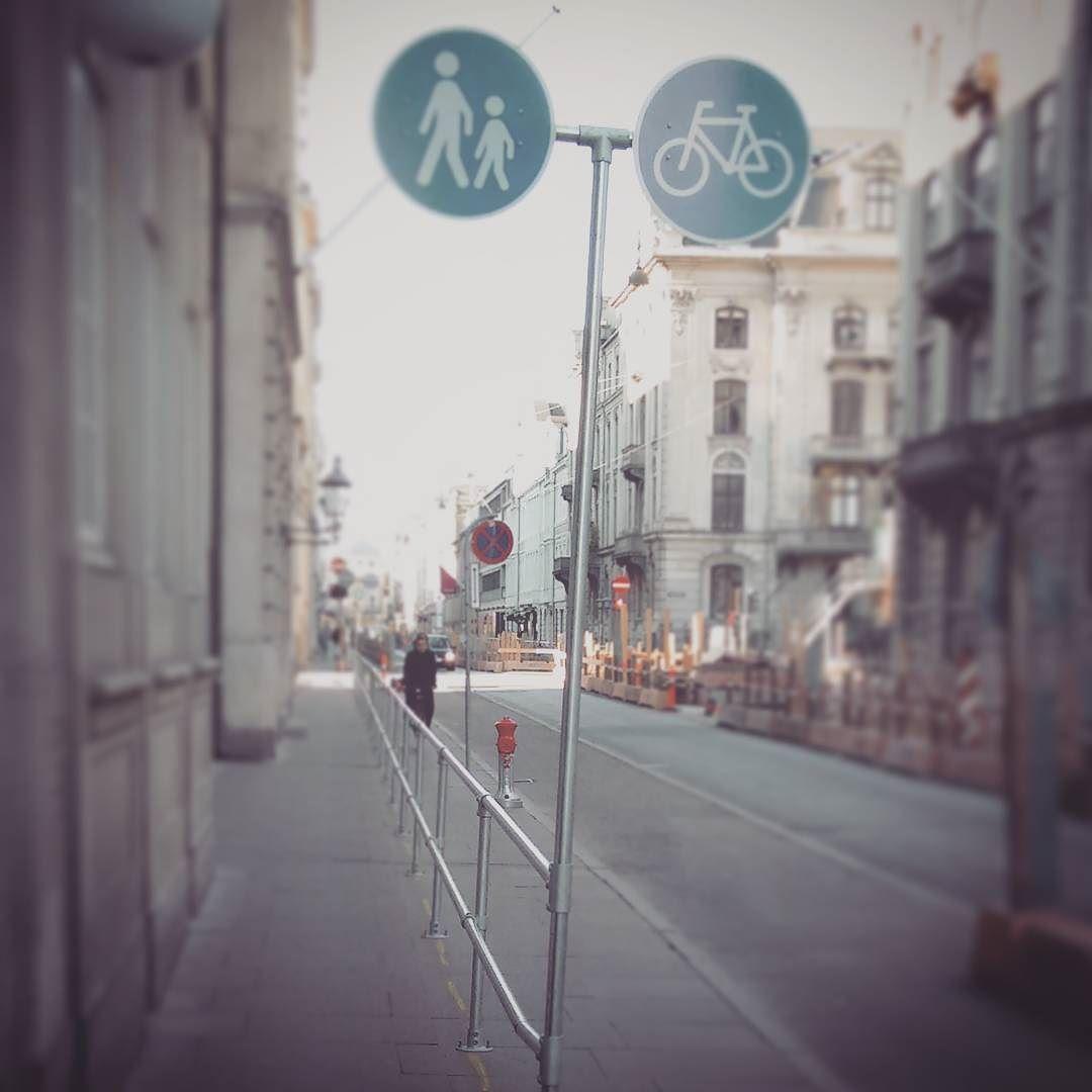 Never trust your citizens. #Denmark #Dänemark #Copenhagen #Kopenhagen #streetsign #rules #pedestrian #cyclist #walking #cycling #separation