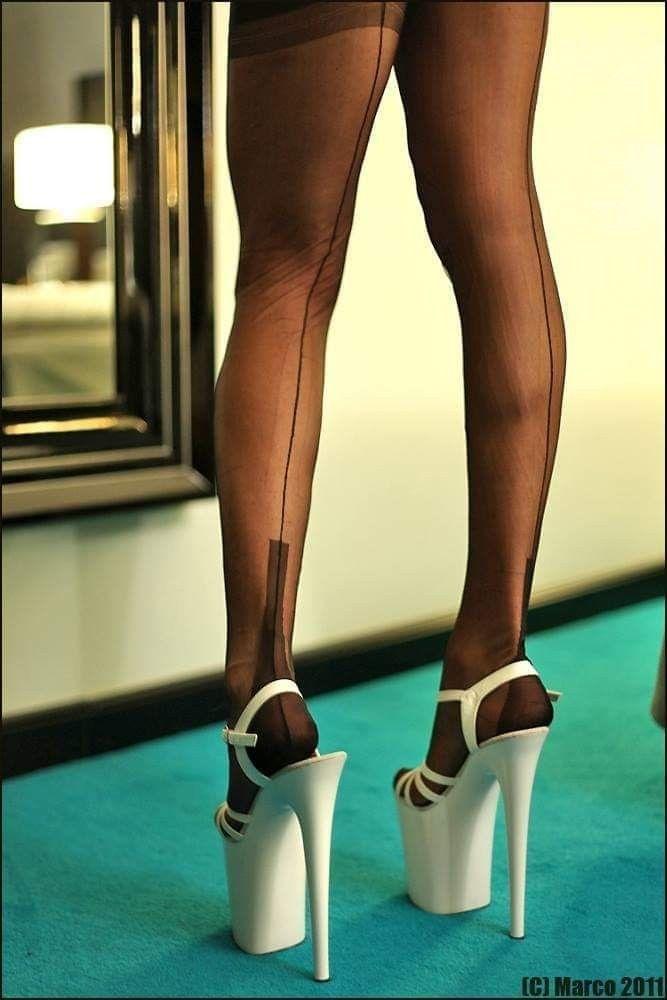 in high heels und strümpfen gewichst
