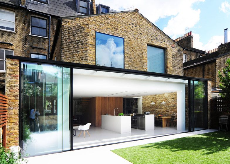 London Studio Bureau De Change Has Combined Two Terraced Houses In London By Punching Through Original W Architecture Interior Architecture Design London House