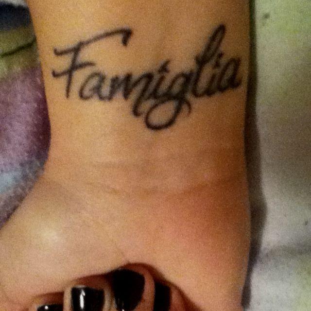 """Famiglia """" Family in Italian """"   Love this."""