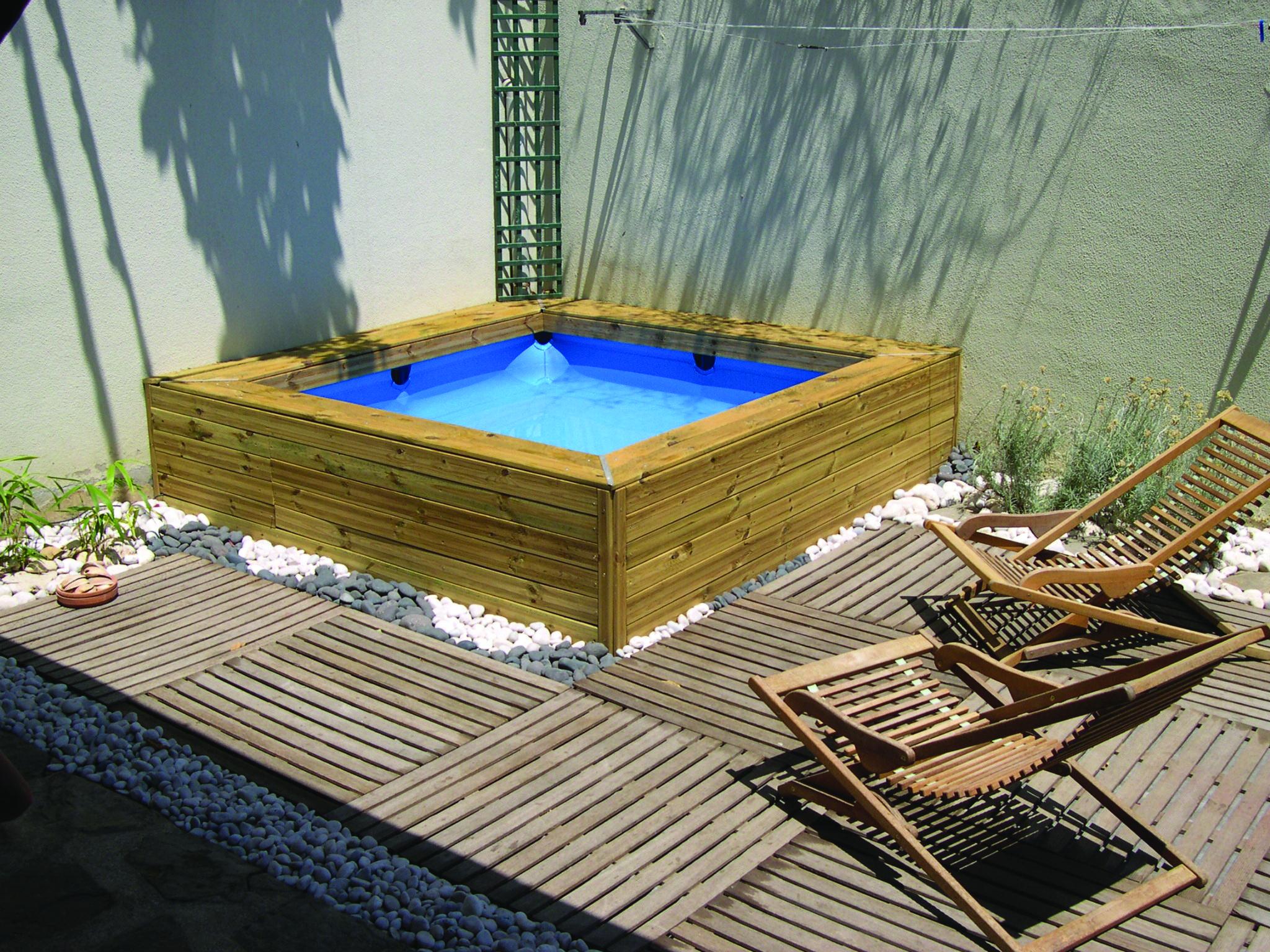 piscina infantil gre forrada con lamas de madera se trata