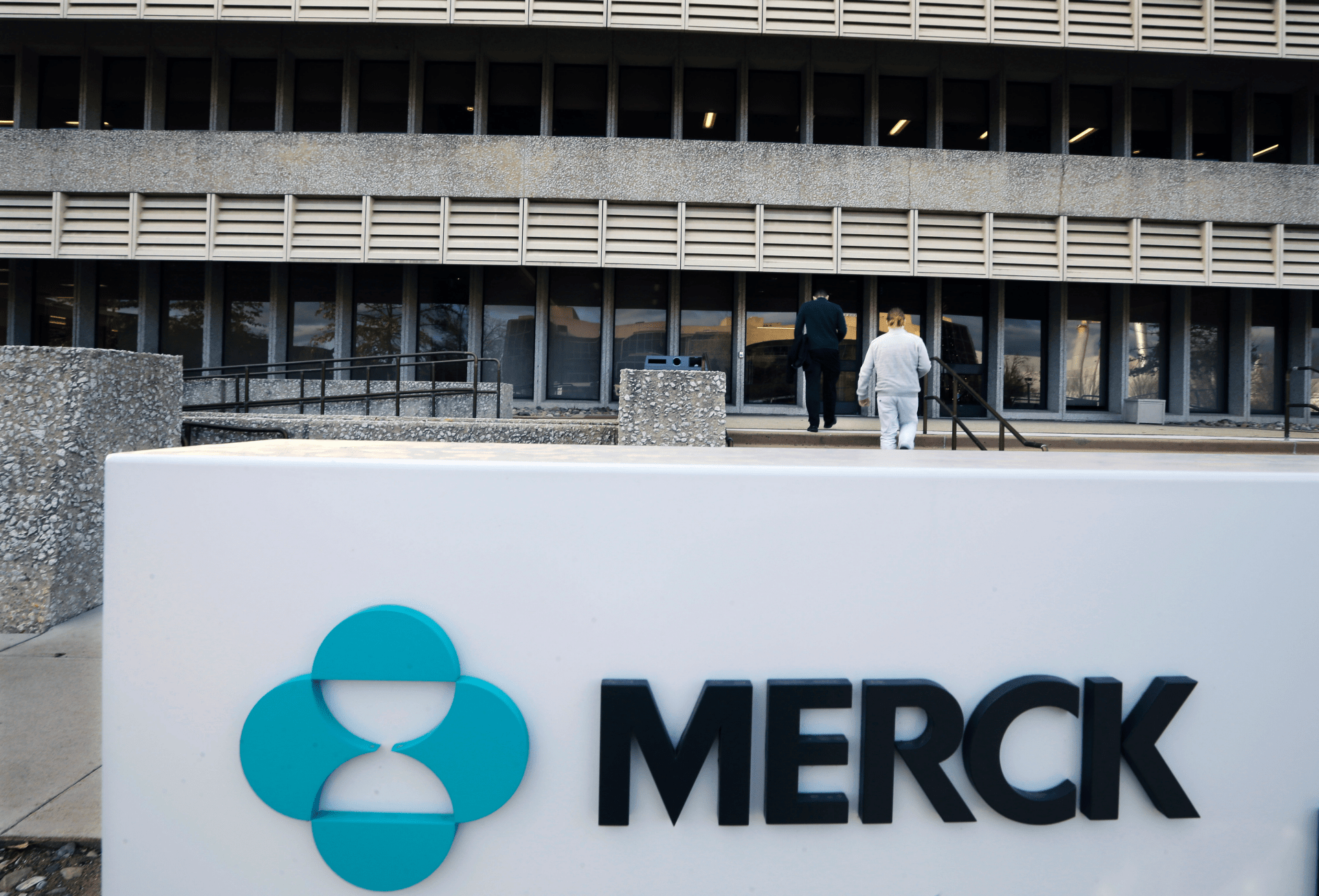 Merck Reports 3q Loss Merck Pharma Investing