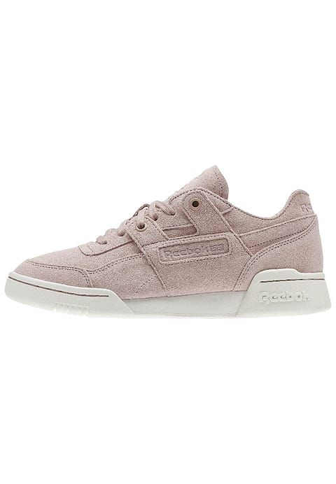 Reebok Classic WORKOUT LO PLUS FBT - Baskets basses - shell pink/sandy rose/