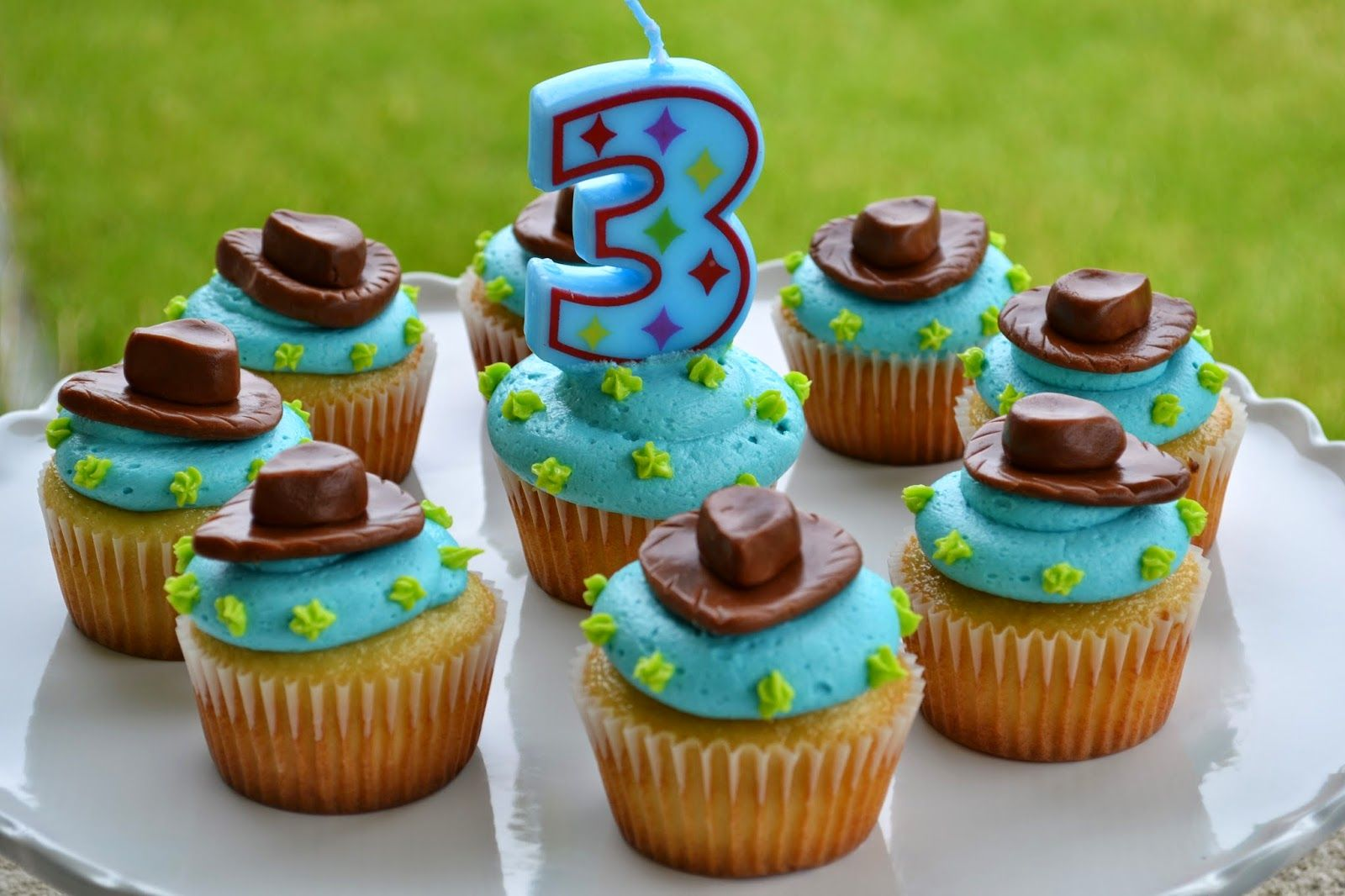 Toy Story Woody Cupcakes With Images Cupcakes Toy Story