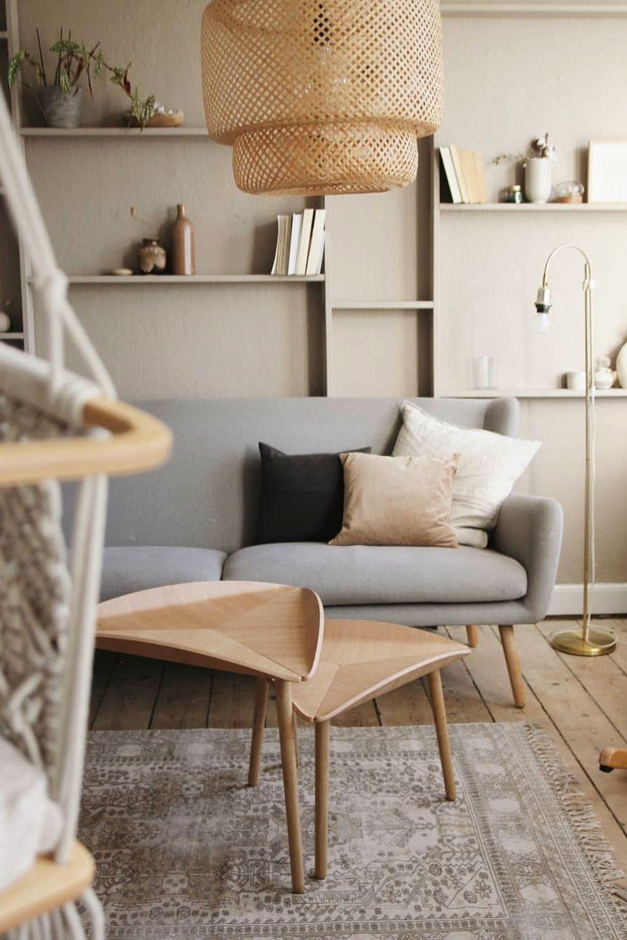 Hjemme hos Diana @diana.mwabala gør de brug af rolige jordfarver. De to TRIAS borde af designeren Mia Lagerman, står smukt i den lyse stue.  TRIAS håndlaves af FSC-certificeret træ 🌿 . . . . #indretning #skandinaviskehjem #boligindretning #indretningsinspiration #nordiskdesign #sustainabledesign #boligdesign #bæredygtigt #minstue #bolig #møblermedomtanke #triasbord #boliginspiration #nordiskstil #skandinaviskdesign #sofabord #livingroom #bæredygtigtdesign #sustainablefurniture #sustainable