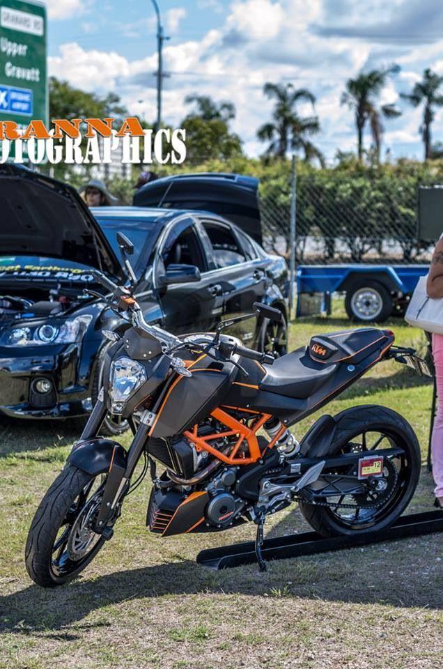 Wrapped KTM Duke 390 - Avery Brushed Black, Avery Black Carbon Fire, Avery Gloss Orange.