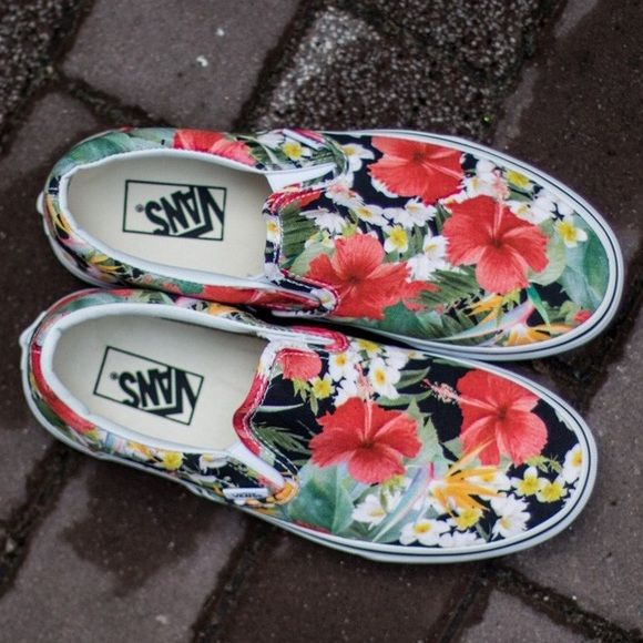 5d75920eb7 Shop Women s Vans Red Green size 8 Sneakers at a discounted price at  Poshmark. Description  New in box Vans Digi Aloha classic slip on. Size  women s 8.