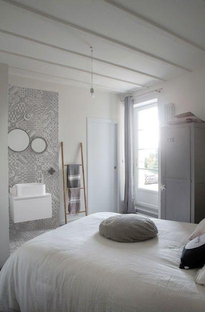 Petite chambre du0027adolescente, salle du0027eau, carrelage graphique
