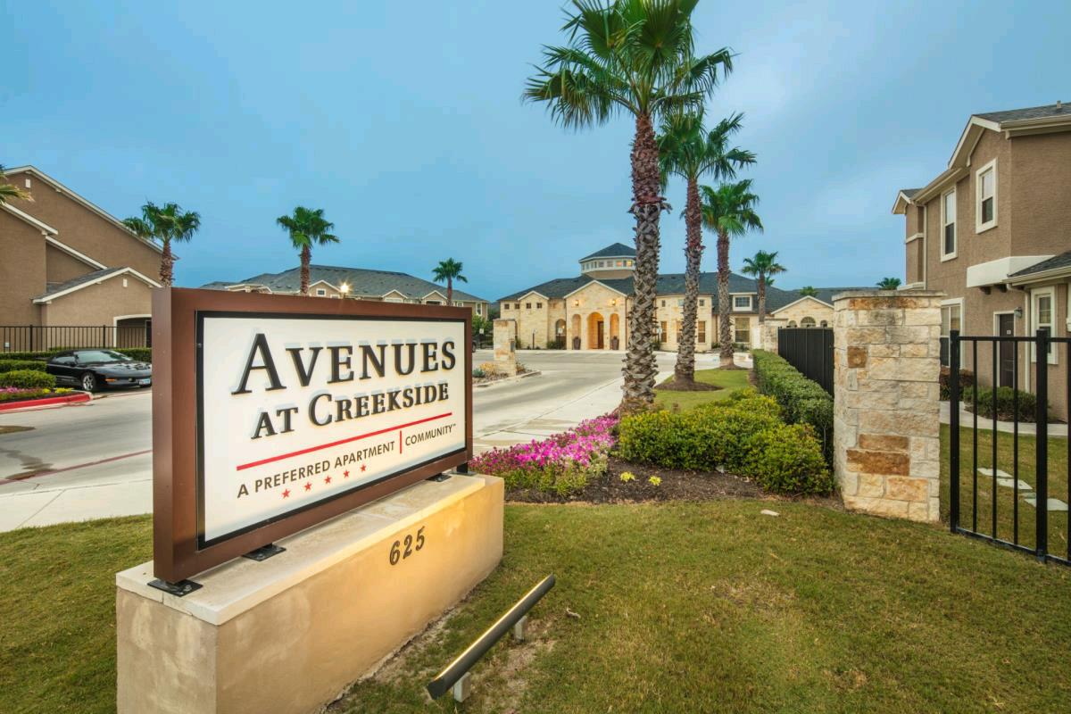 Shermanresidential Acquires 395 Unit Avenues At Creekside Apartment Community Loc San Antonio Apartments Multifamily Property Management Apartment Communities