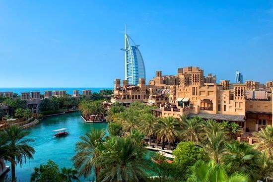 Mydubai Uae Dubai مدينة جميرا للتمت ع بتجربة تجمع التراث الأصيل بالحياة العصرية يمكنك زيارة مدينة جميرا بتصميمها المستوحى من Dubai Dubai City Dubai Hotel