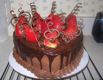 My Amazing Things Blog: Cake with chocolate and strawberry