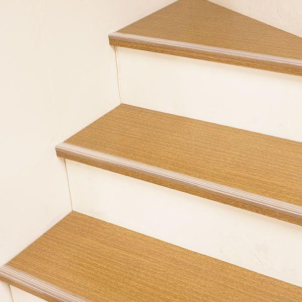 透明だから目立たない階段のすべり止め 薄くてひっかかりにくいのに