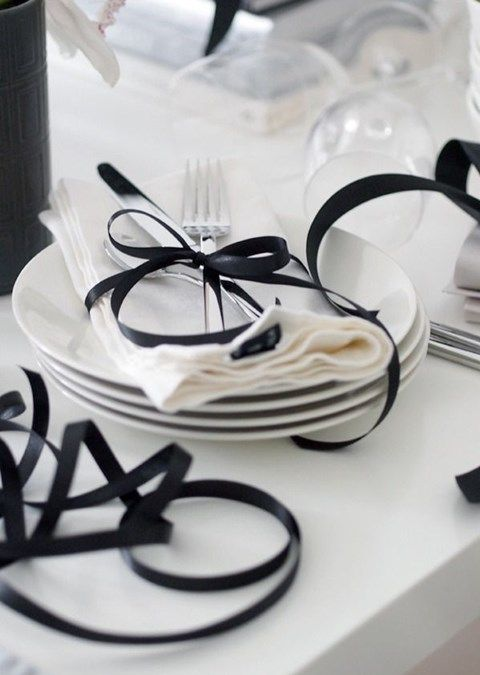 simple all white with a touch of black58 Elegant Black And White Wedding Table Settings | HappyWedd.com : black and white wedding table setting - pezcame.com