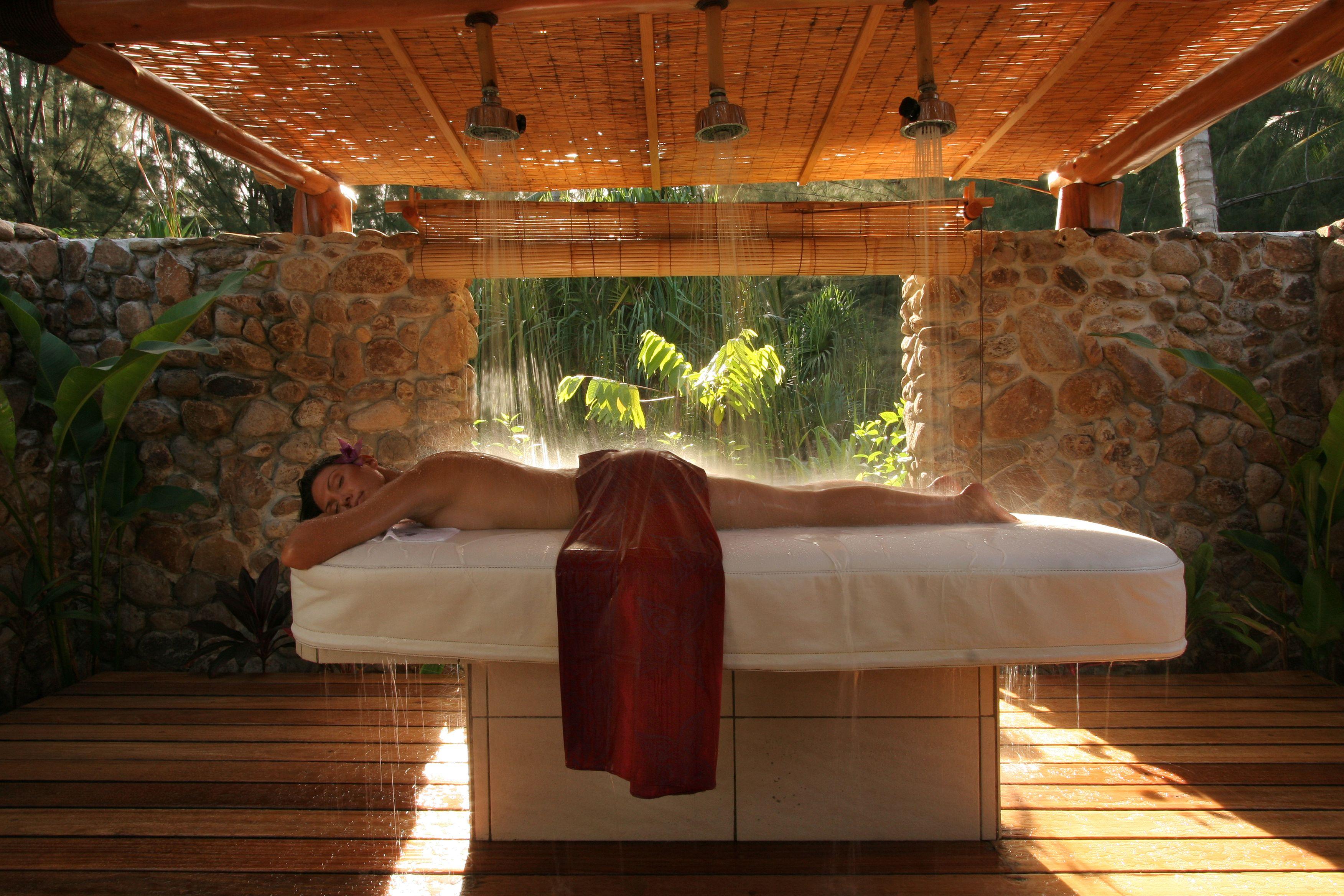 outdoor spa shower bora bora pearl beach resort spa. Black Bedroom Furniture Sets. Home Design Ideas