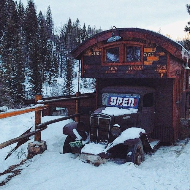 Old fashioned tiny house shop to welcome you at Strawberry. #tinyhouse #steamboat