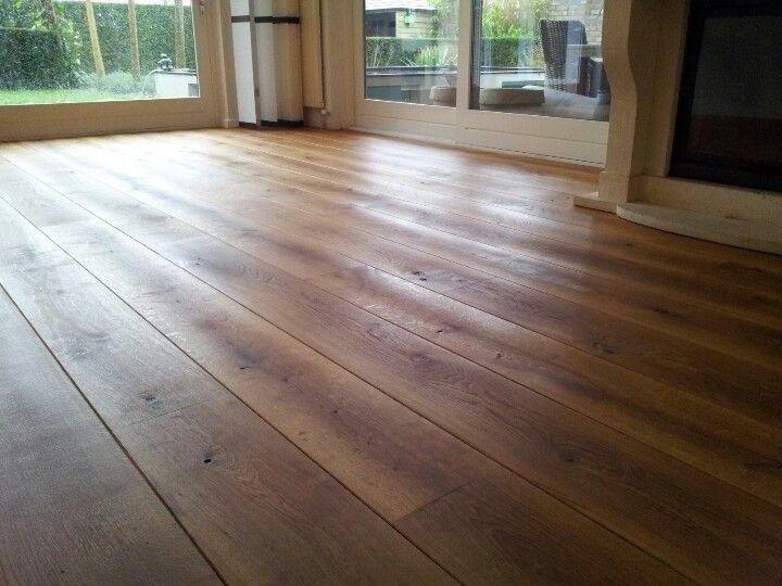 Oude eiken vloer geschuurd en geolied old floor sanded and oiled