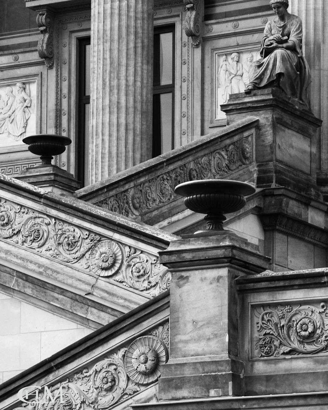 Nikon Berlin Altenationalgalerieberlin Stadtmitte Museum Galerie Architektur Sightseeing Saulen Saulengang Greek Statue Classical Architecture Statue