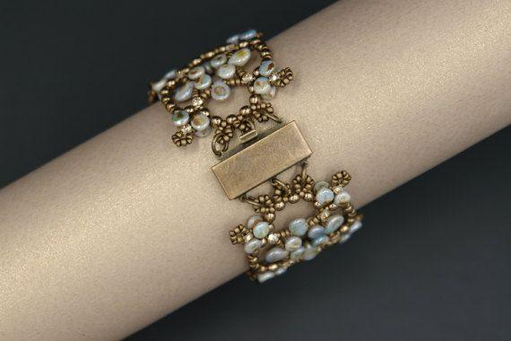 Pellet and Pip Beads Bracelet Tutorial Beading por SidoniasBeads