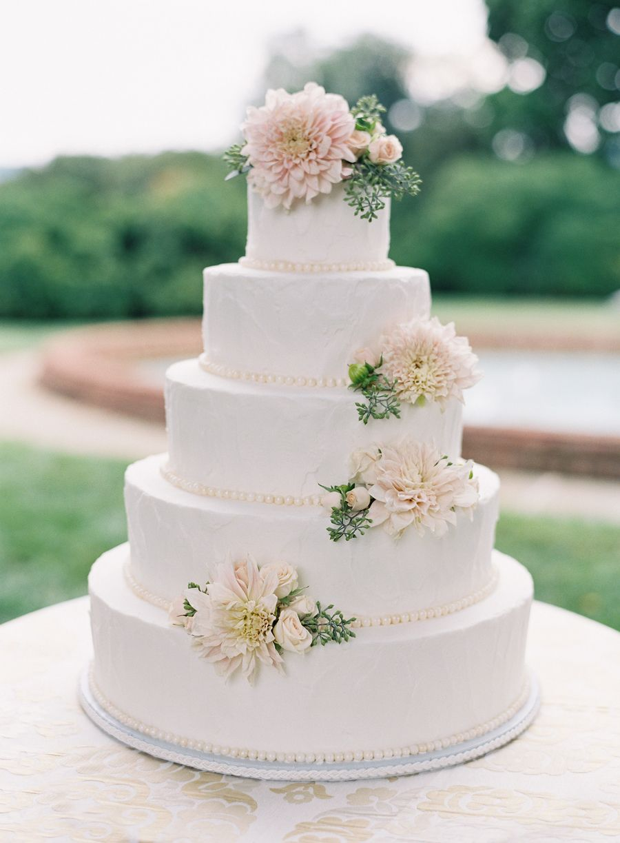 Photography: Jose Villa Photography - josevillaphoto.com Cake: Favorite Cakes - http://favoritecakes.com Floral Design: Southern Blooms - http://patsfloraldesigns.com   Read More on SMP: http://stylemepretty.com/vault/gallery/54453
