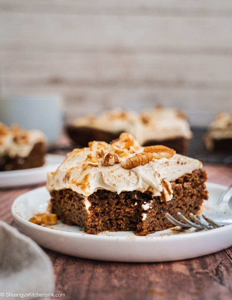 Paleo Gluten Free Vegan Gingerbread Cake   This vegan gingerbread cake with cashew cream frosting is easy to make and makes the perfect healthy Christmas dessert for the family this holiday season. It is paleo, gluten free and low sugar as well.  #gingerbread #christmasdessert #paleorecipe #vegandessert #veganrecipe #vegancake #healthychristmas