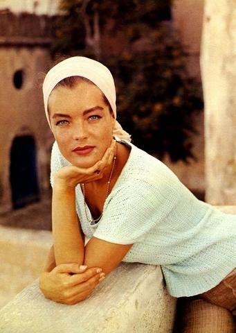 Eine sonnengeküsste Haut ist ein Synonym für den Sommer. Eine Homage an Romy Schneider - eine großartige Schauspielerin und eine der wunderschönsten Frauen... e #hollywoodactor