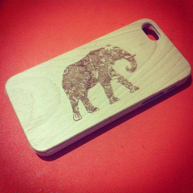 """@burwoods_mx hace todo tipo de accesorios de madera y su especialidad son los """"cases"""" de madera para iphone #accesorios #madera #diseñomexicano #iphone #cases #wood #design #hechoenmexico #consumelocal #elephant"""