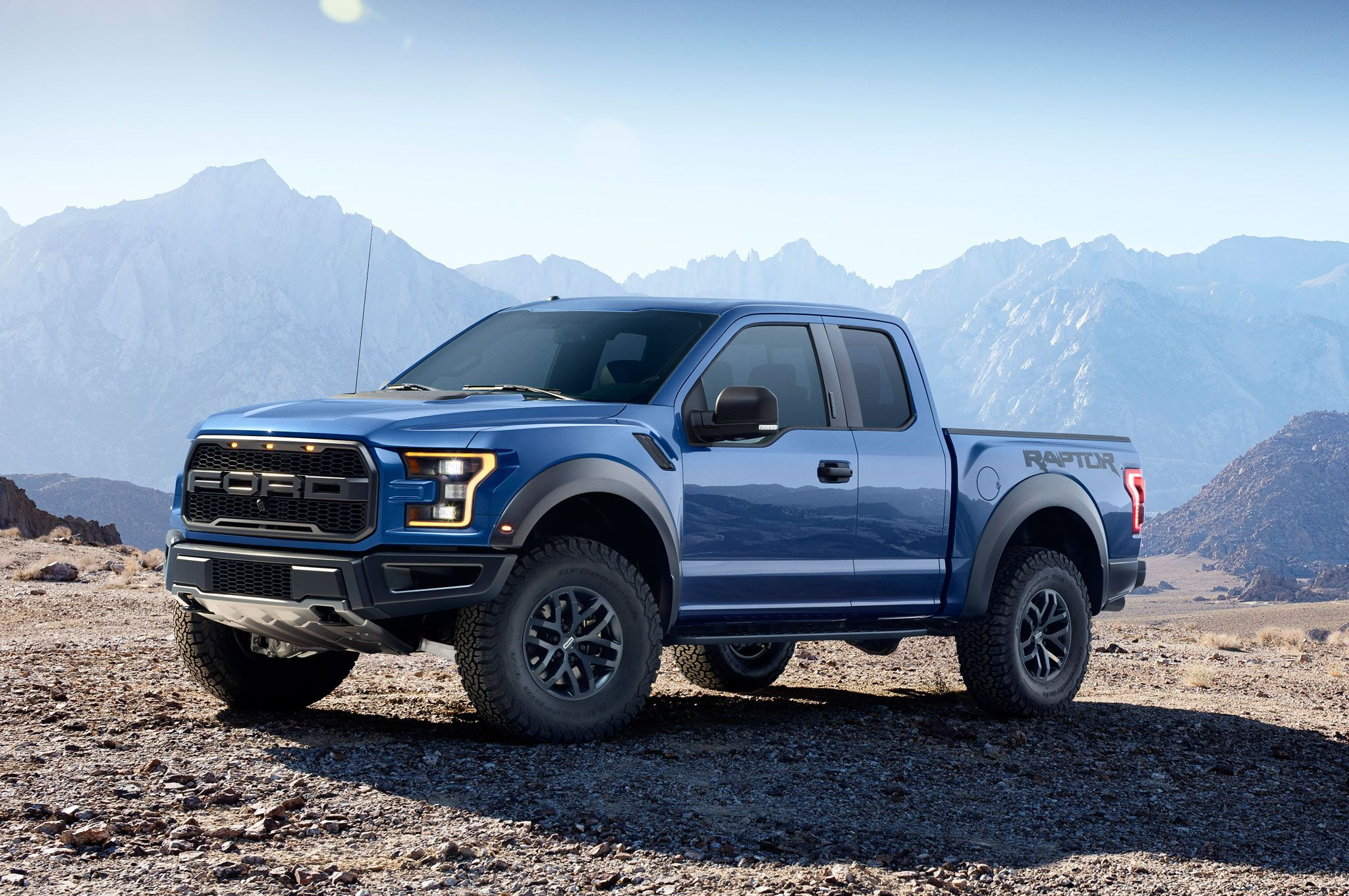 2017 ford f150 raptor left front hero 350068 photo 26 trucktrend com