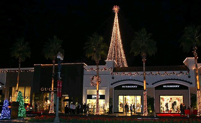 tree lighting on el paseo in palm
