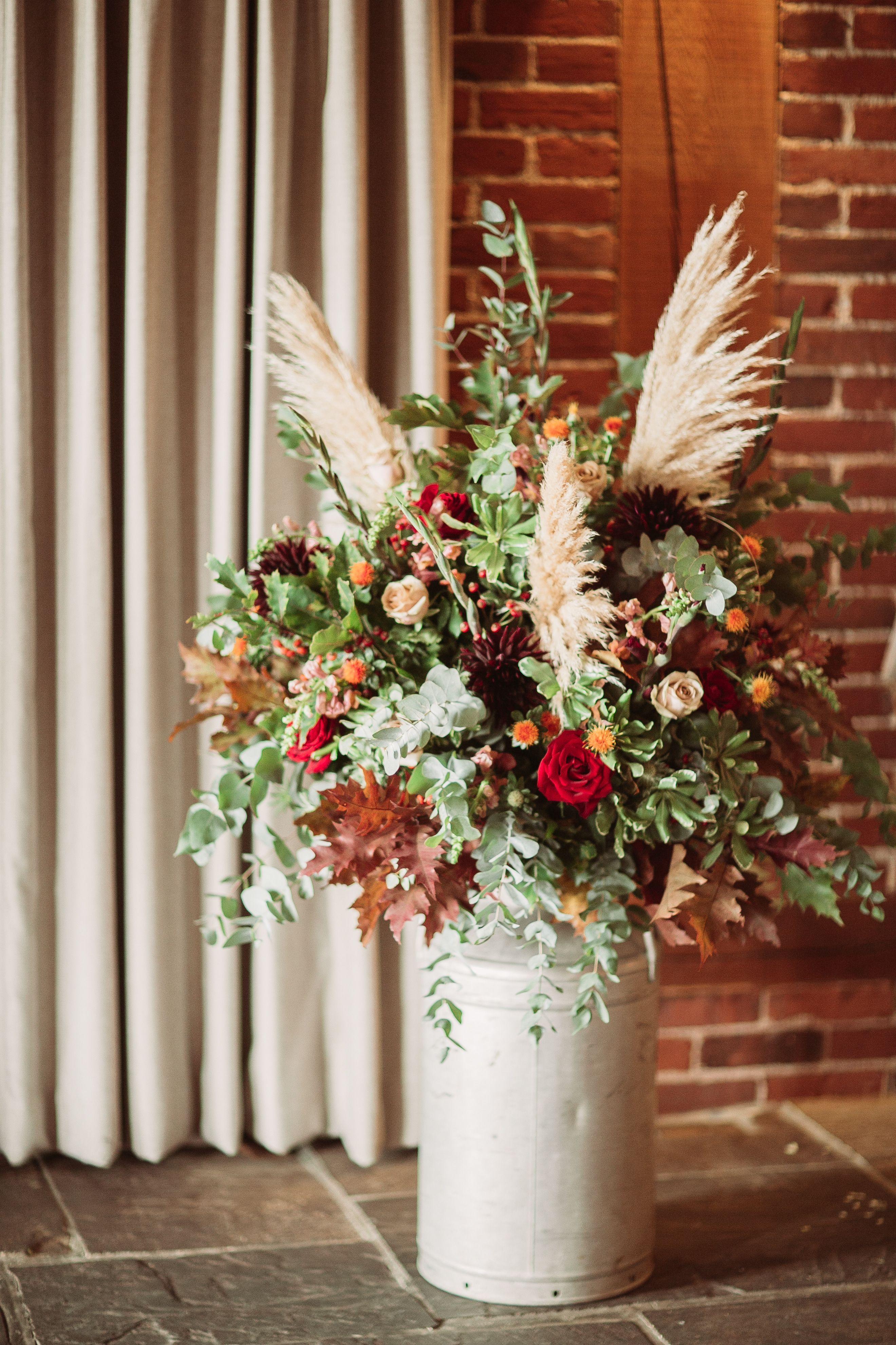 Kent Barn Wedding Venue Such gorgeous autumnal flowers ️ # ...
