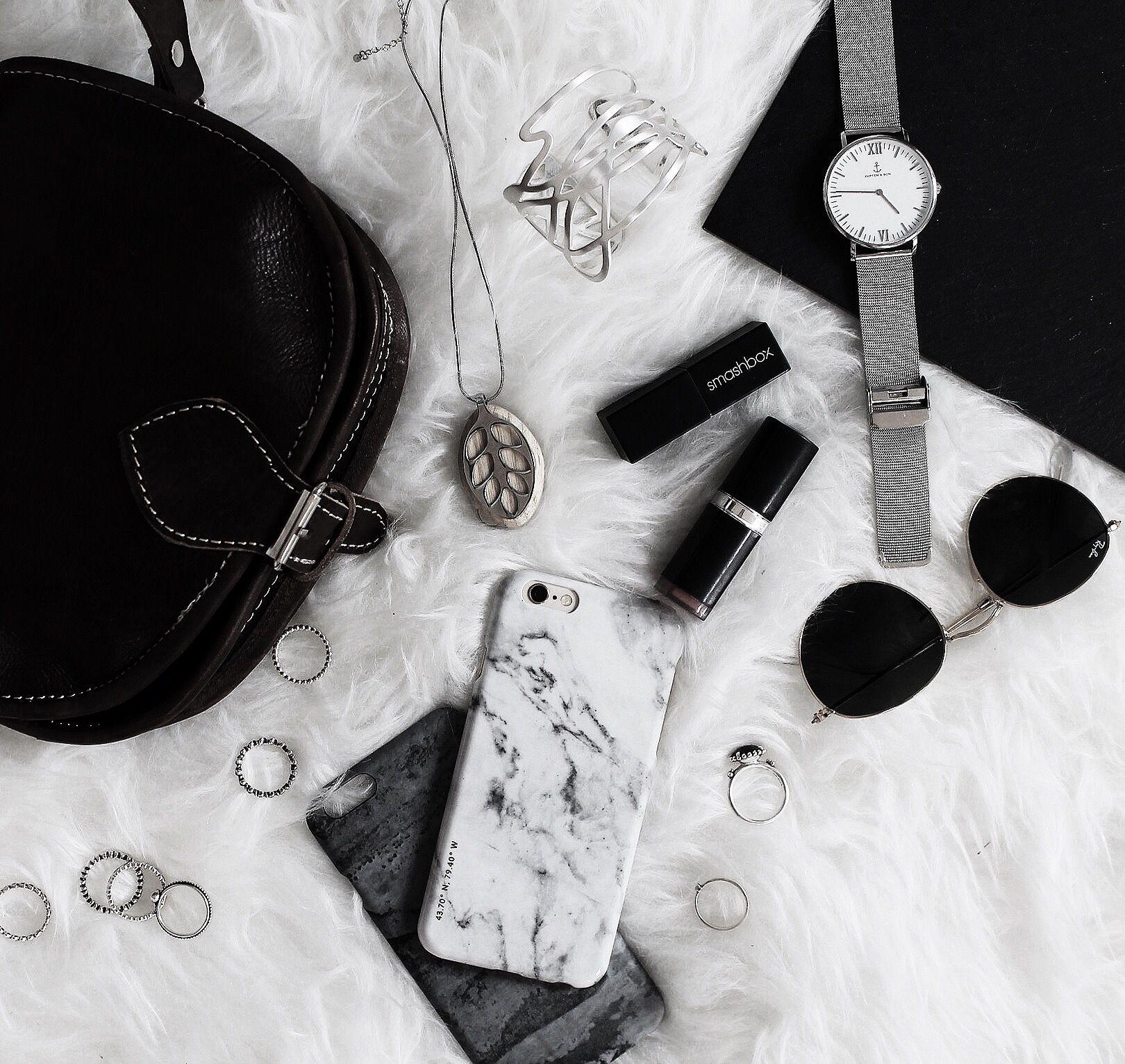 Bereit für einen Abend mit Freunden? Ob Party, Essen gehen oder Rendevous - unsere Handtaschen versprechen dir, der Hingucker des Abends zu sein und deine Sachen sicher zu verstauen - Lifestyle - GustiLove - Handtasche - Gusti Leder
