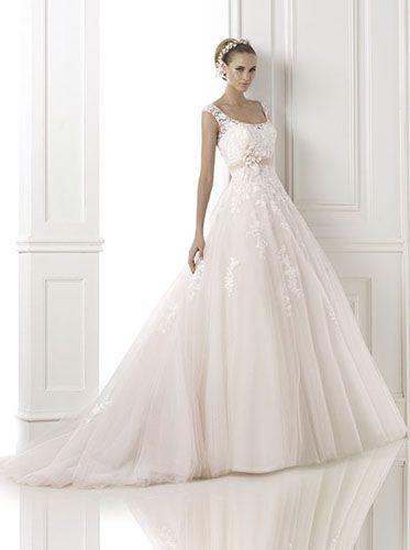 romantisches Brautkleid in zartrosa mit Spitze von Pronovias Modell ...