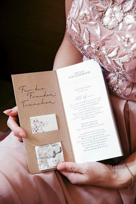 Kirchenheft Hochzeit: Einfach selbst gestalten mit tollen Vorlagen & Tipps