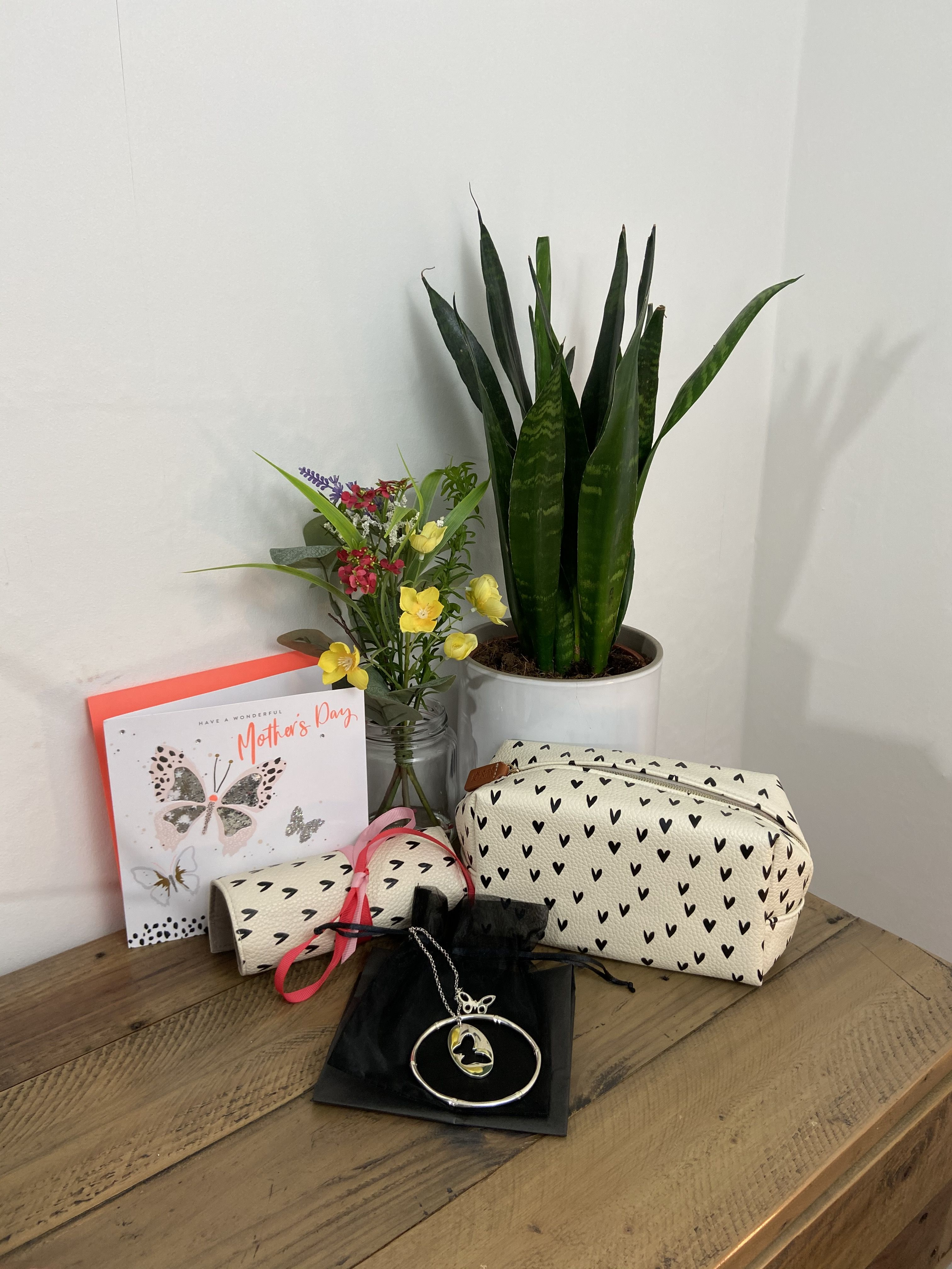 Mothers day gifts ideas from under 50 and some under 30