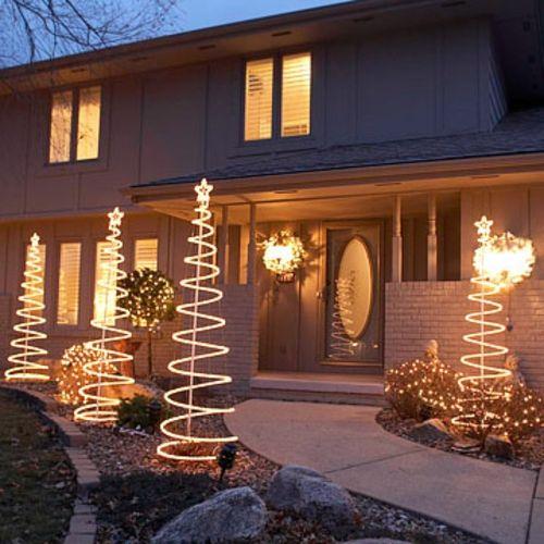 Festliche Gartenbeleuchtung zu Weihnachten
