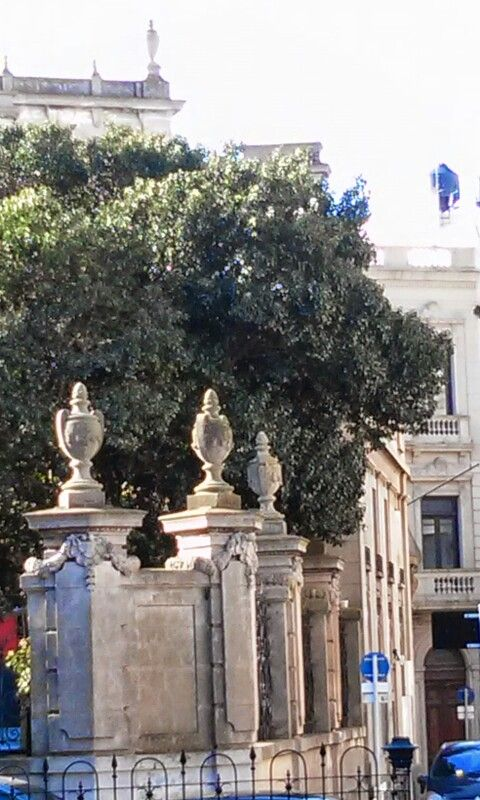 Arquitetura nos muros que protegiam as moradias da Ciudad Vieja . Montevideo Uruguay