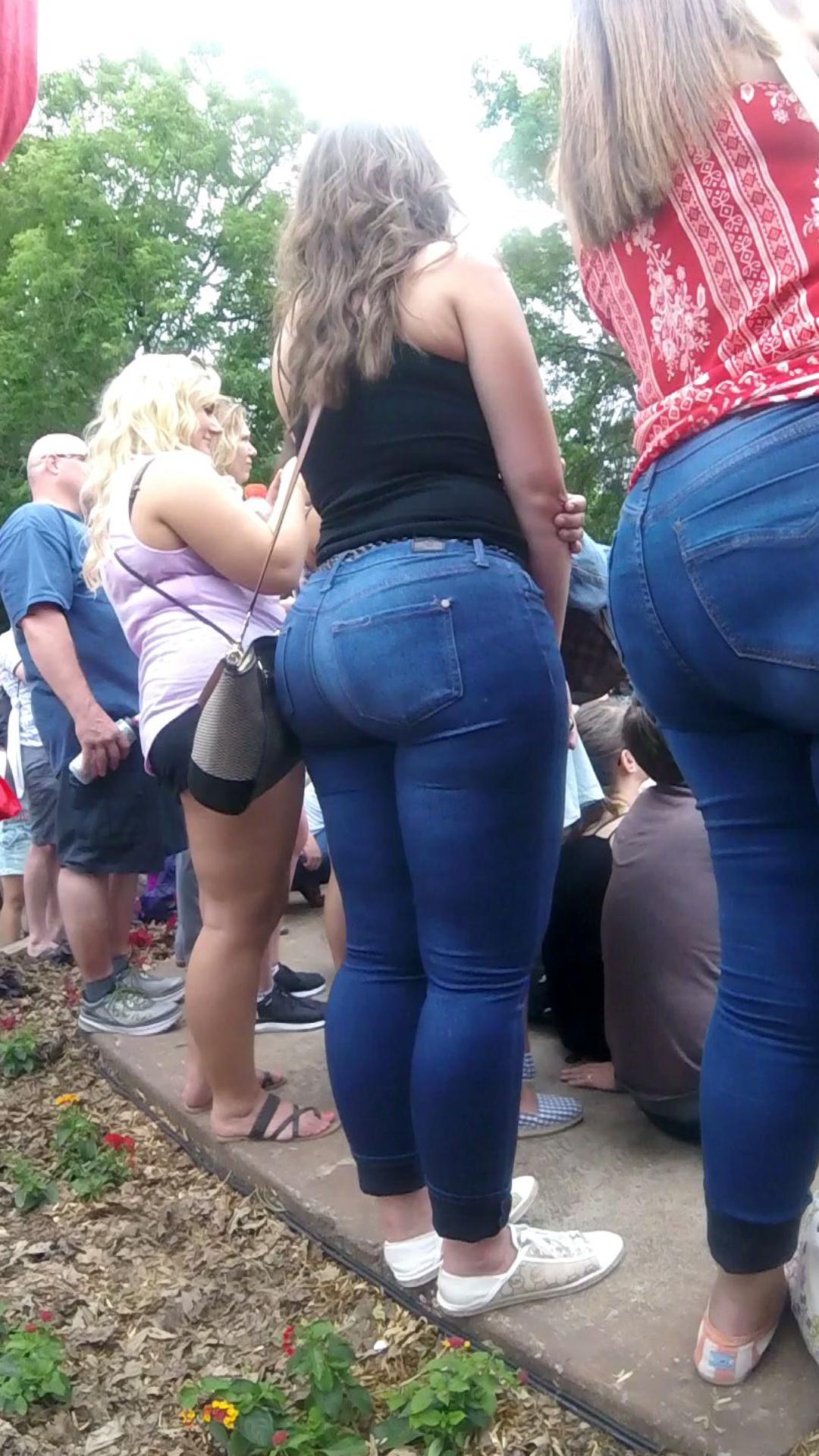 Wide butt pawg milf in jeans