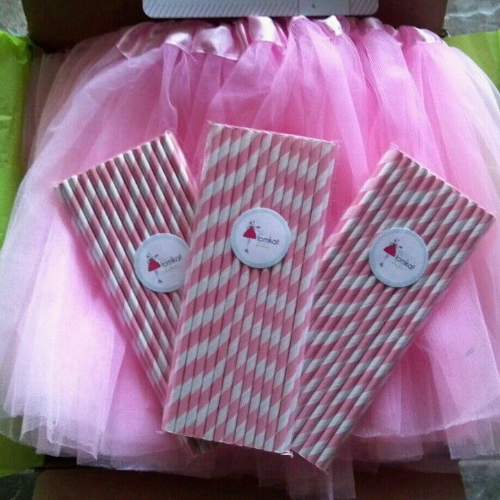 Pink tutus and striped straws from the Tomkat studii <3