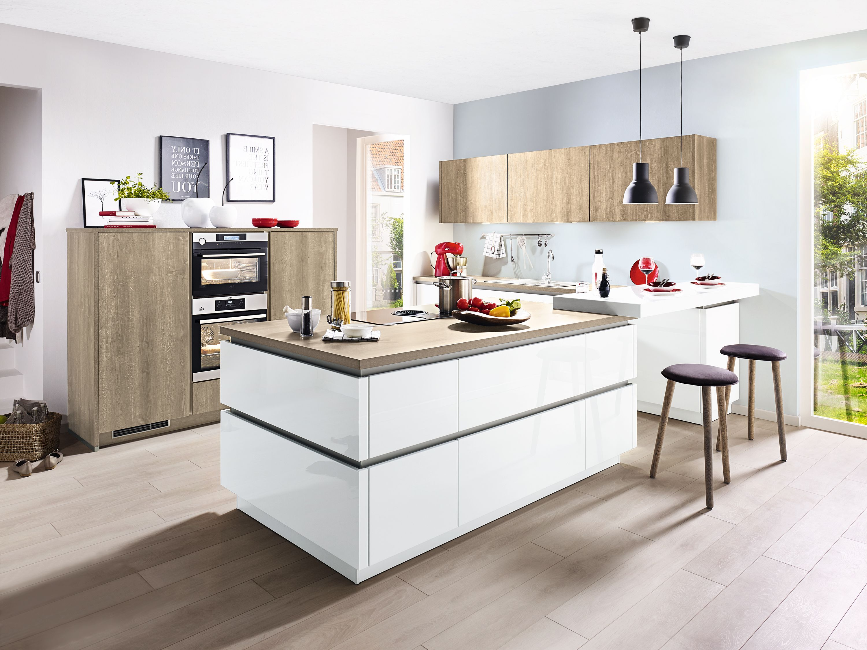 Fesselnde U Küche Foto Von Grifflose U-küche Mit Besonders Iver Ausstattung. Fronten