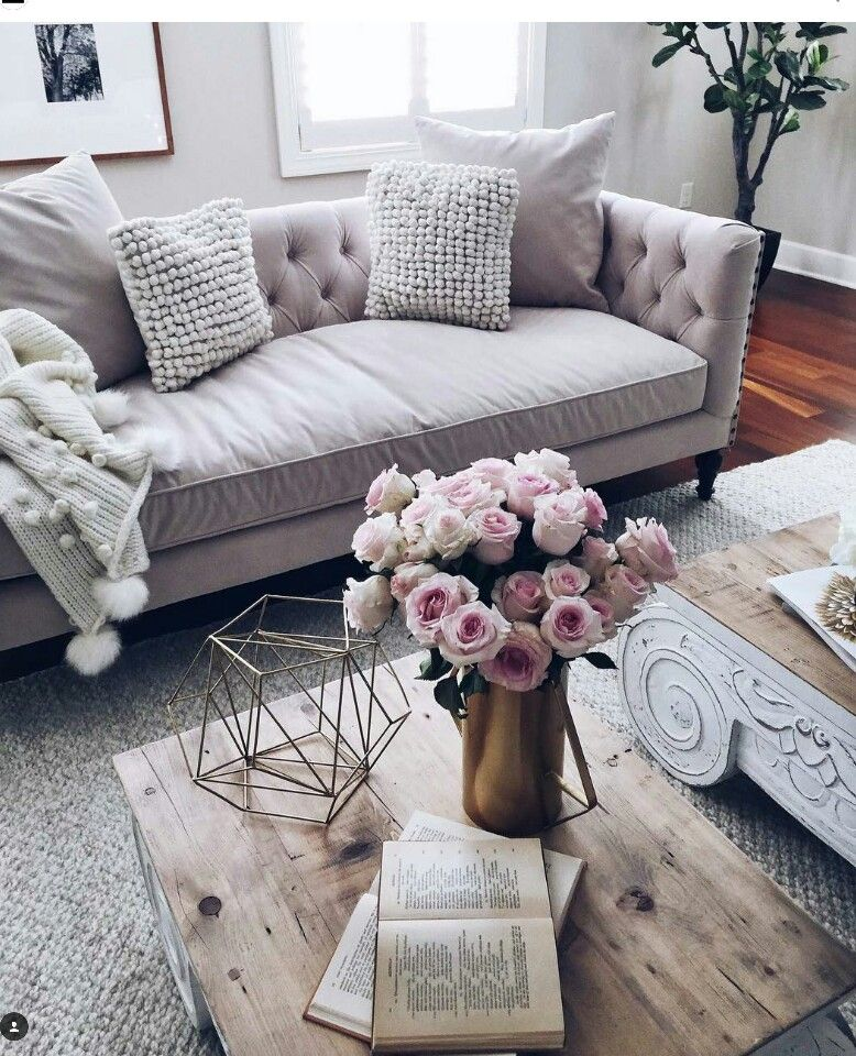 Awesome A Muted Lilac Gray Colored Couch In A Light, Neutral Room Part 9