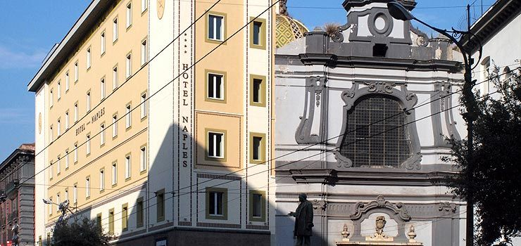 Posizione, pulizia, arredamento ed insonorizzazione delle camere rendono L'Hotel Naples splendido e confortevole #Napoli #Nettopartners http://www.nettobooking.com/campania/hotel-naples