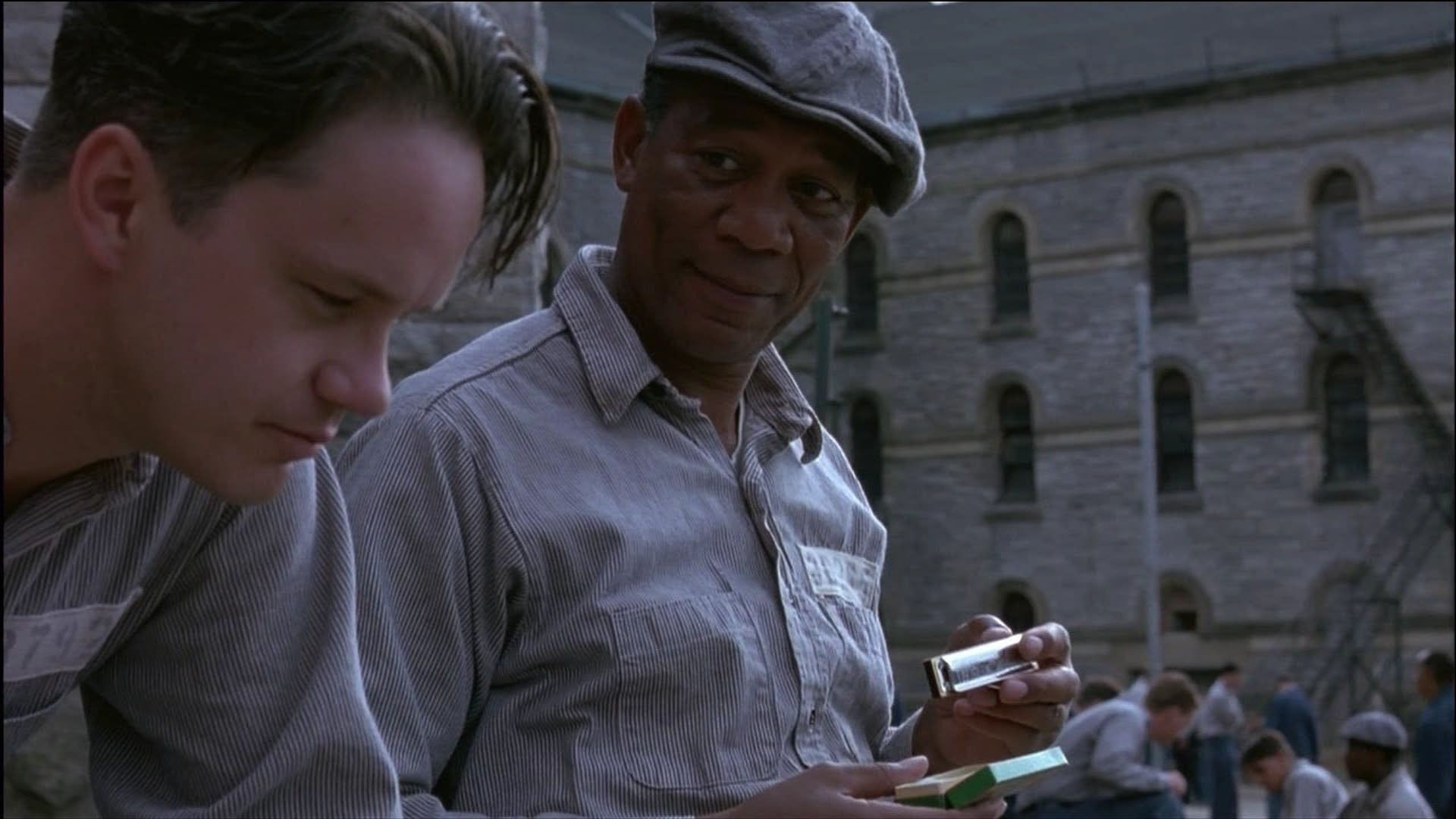 Bankiren Andy Dufresne Tim Robbins Borjar Ett Nytt Liv I Fangelse Efter Att Ha Blivit Dit The Shawshank Redemption Full Movies Online Free Free Movies Online