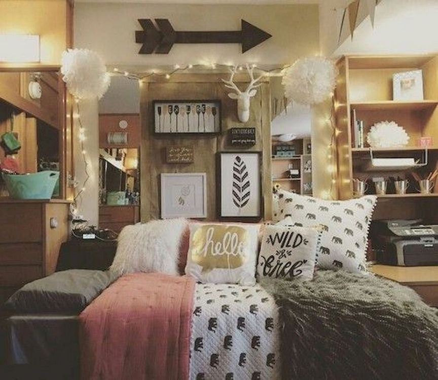 The Easiest Way To Make Your Dorm Room Look Cool In 2020 Dorm Room Wall Decor Girls Dorm Room Dorm Room Decor