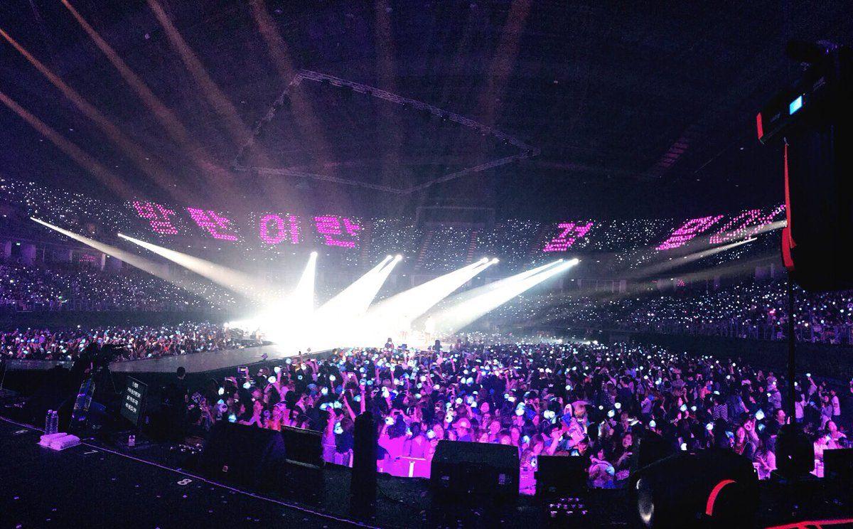 [BTS Official Trans Tweet] ❤ [#오늘의방탄] 방콕에서 만난 아미들~ 보고있어도 보고싶다THE WINGS TOUR IN BANGKOK 첫 날 공연 잘 끝냈습니다! #방탄이란걸믿어 / [#TodaysBangtan] ARMYs who we met in Bangkok~ I miss you even when I see youTHE WINGS TOUR IN BANGKOK first concert has ended well! #TrustThatWeAreBangtan #BTS #방탄소년단